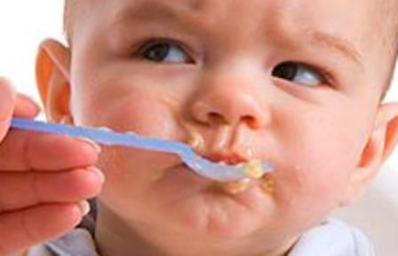 видеохит, как накормить малыша