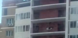 Хабаровск, происшествия Хабаровск, девушка под веществами, высотка, девушка прыгала по балконам, девушка - нинзя