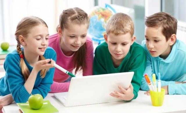 умные гаджеты для школьников, рюкзак зарядка, кепка плеер, планшеты - учебники, электронные учебники, карта - ключ, браслет для пропуска в школу, как попасть в школу, школьники ,гаджеты для школы, девайсы для школы