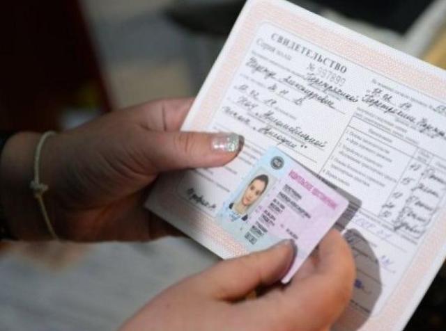 изменения в пдд для начинающих водителей, ограничения для начинающих водителей, новые правила для начинающих водителей, поправки в пдд для начинающих водителей, в случае отсутствия на транспортных средствах управляемых водителя, пдд начинающий водитель пункт правил, ограничения для начинающих водителей 2017, начинающий водитель закон, закон для начинающих водителей, пдд 2017 поправки для начинающих, штраф за отсутствие знака шипы, штраф за отсутствие знака начинающий водитель, замена водительского, замена водительского удостоверения, правила замены водительского, замена водительского в МФЦ