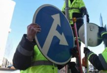 новые дорожные знаки, изменения пдд 2017, ПДД 2018, предварительный национальный стандарт, металлическая стрелка на перекрестке