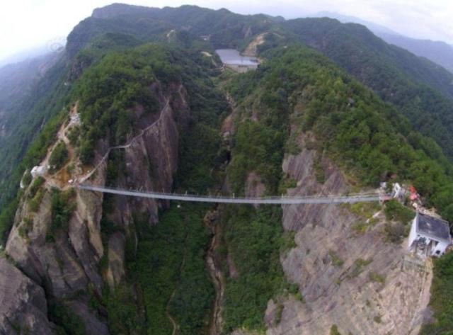 самый длинный стеклянный мост, стеклянный мост в Китае, мост в Хунань, самый опасный мост, мост героев