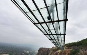 the longest glass bridge, a glass bridge in China bridge in Hunan, the most dangerous bridge, the bridge heroes