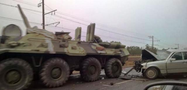 ДТП Крым, ДТП с участием БТР, легковушка и БТР, происшествия Крым, Форд Фокус столкнулся с БТР