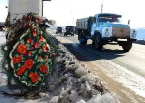 wreaths on the sides of roads, wreaths on the roadside memorials on the roadside, the prohibition to put wreaths on the side