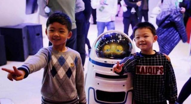 нападение робота на человека, робот напал на человека, китайский робот напал на человека, восстание машин, восстание роботов