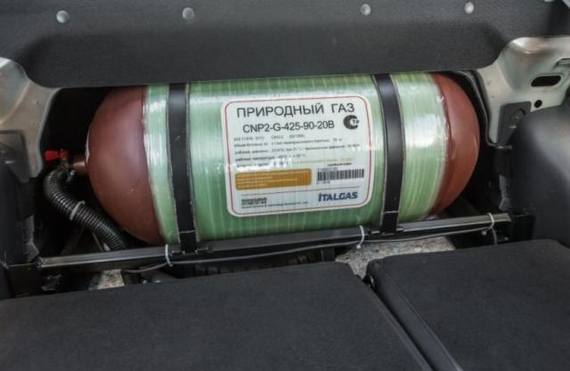 Lada Vesta CNG, Lada Vesta CNG тест-драйв, Lada Vesta CNG обзор, Lada Vesta CNG на метане, Лада Веста на метане, Лада Веста СНГ, Lada Vesta метан, Lada Vesta газ, как выглядит Лада Веста на газе, автомобиль со штатным ГБО, Лада с ГБО, газобаллонное оборудование Лада