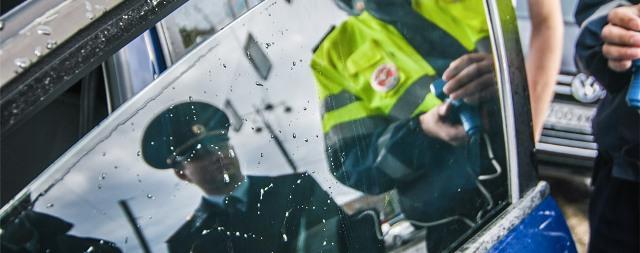 приказ мвд, приказ мвд о соблюдении пдд, регламент гибдд, новые поправки в регламент гибдд, что изменится в жизни водителей в октябре, изменения октября, камеры после временных знаков, документы нужно передавать в руки сотрудника дпс, железный аргумент, водительское удостоверение, можно ли снимать на телефон сотрудника гибдд