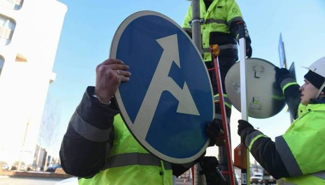 new road signs, changes to 2017, PDD 2018, preliminary national standard, metal arrow at the crossroads